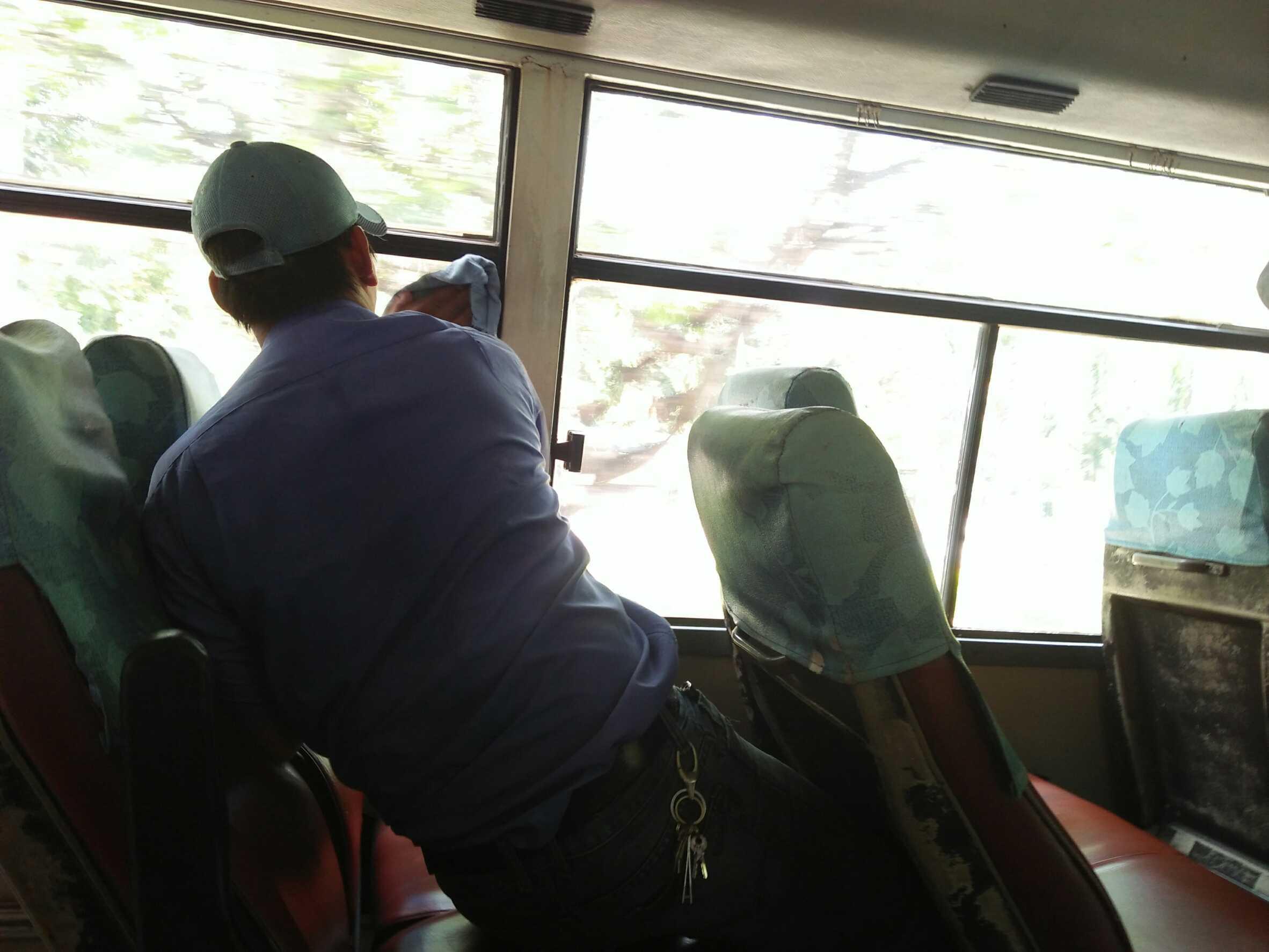 バス車内2