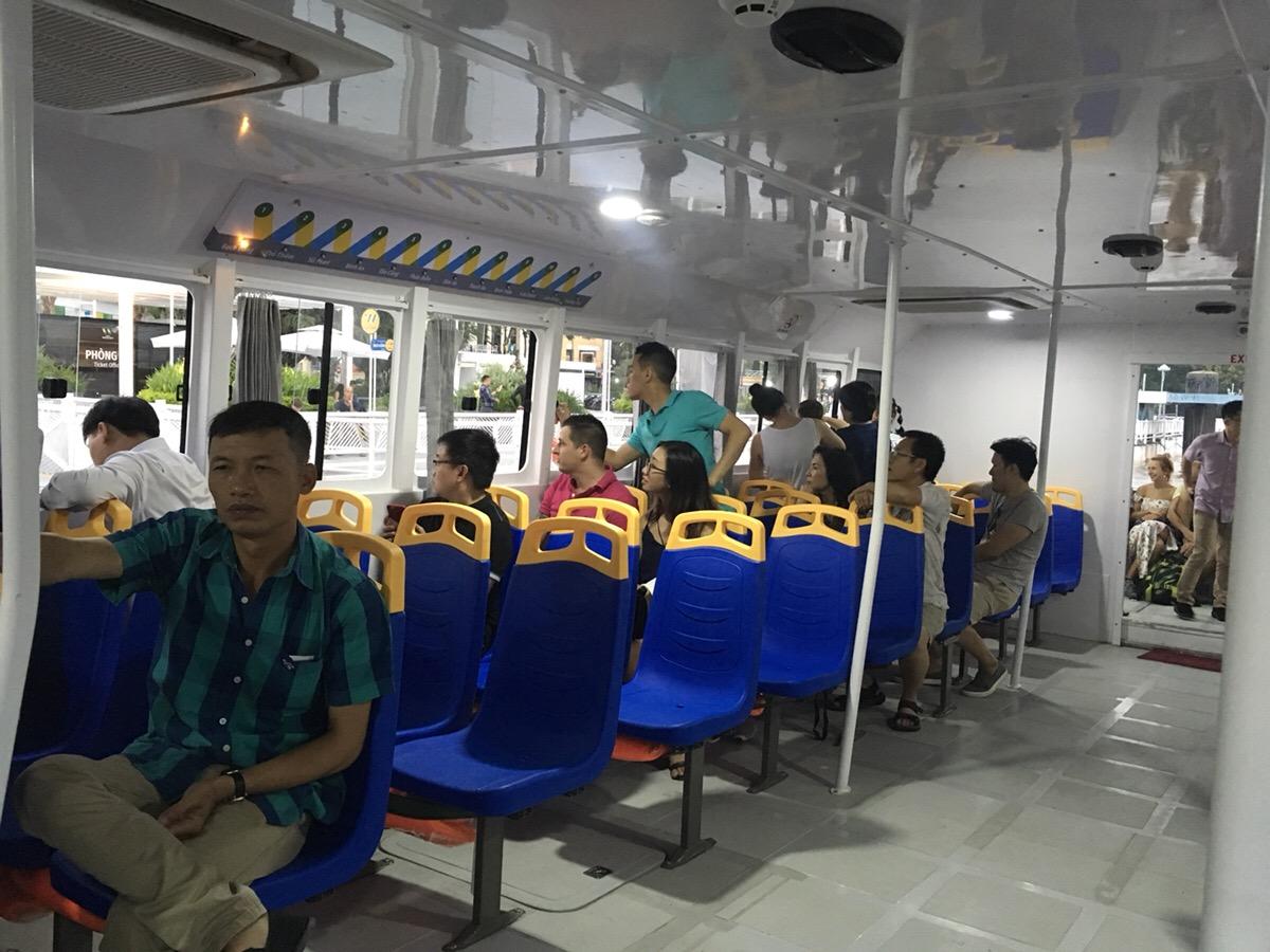 ホーチミン水上バス 船内