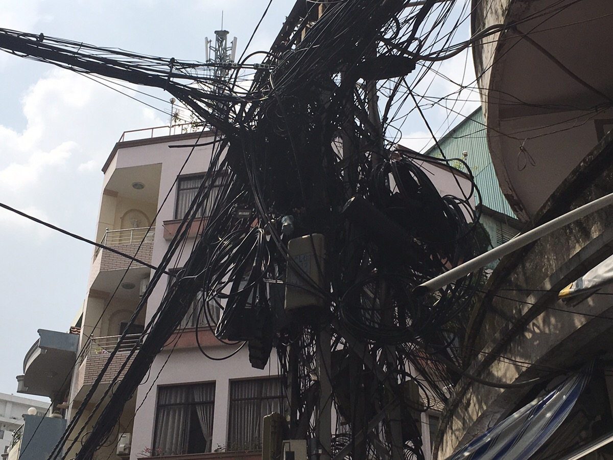 ベトナム 電線