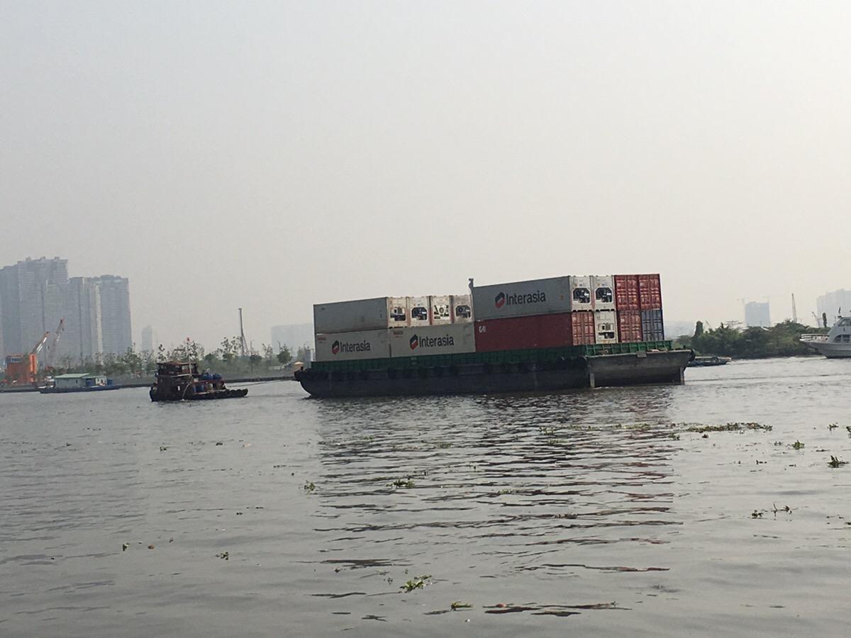 コンテナ船 ベトナム