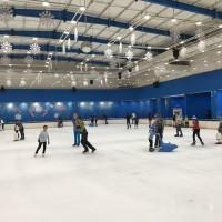 常夏ホーチミンで涼しいアイススケートリンク!
