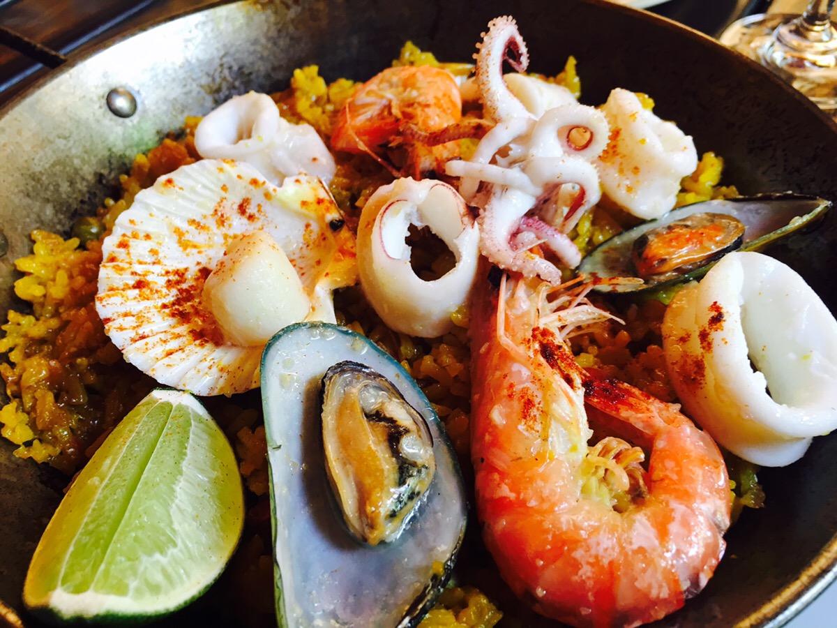 ニャチャン スペイン料理 ベトナム