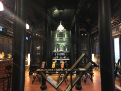 ホーチミン市内の古都フエ建築のノスタルジーカフェ