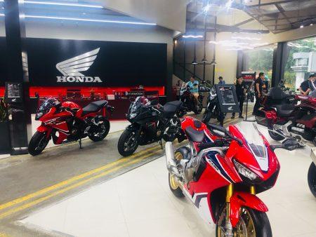 ベトナム ホーチミン HONDA 大型バイクショップ