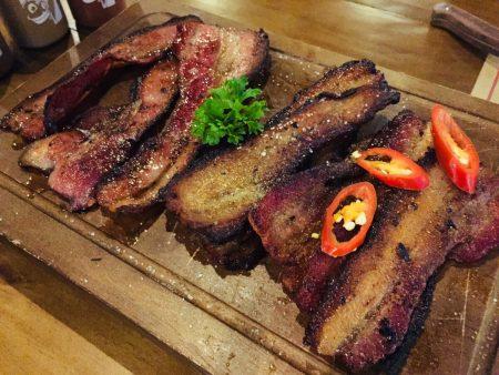 ベトナム ホーチミン BBQ 肉 クラフトビールQuán Ụt Ụt