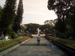 晴れた日には、公園へ行こう ―ホーチミン市内中心地のレバンタム公園―