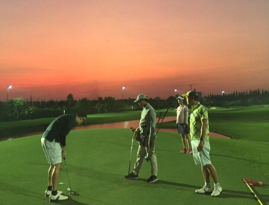 ベトナム ホーチミン ゴルフ 夜