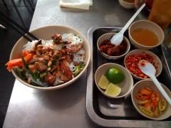 ホーチミンでフエ料理の大衆店(早朝から深夜まで営業)レポート