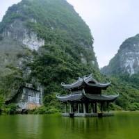 ベトナム北部・世界遺産チャンアンでボートツアー 悠久の時に思いをはせる