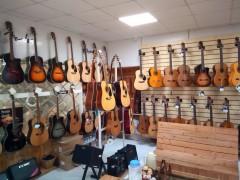 ホーチミンで見つけた素敵な楽器屋さん(ギター等の販売店)について ~New DoremiShop~