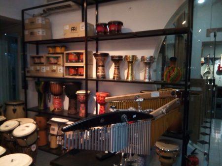 ベトナム ホーチミン 楽器店 ピアノ ギター アコースティック 弦New DoremiShop