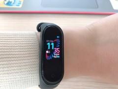 世界で大人気の最新スマートウォッチXiaomi Mi Smart Band 4!!ホーチミンで格安で手に入れて、皆に自慢しましょう!