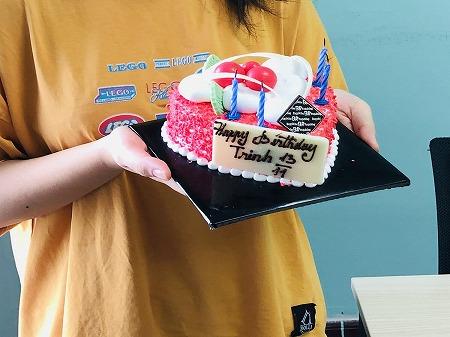ベトナム ホーチミン 社員の誕生日 祝い方