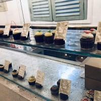ホーチミン元祖カップケーキ専門店Pacey Cupcakes.ワインやベリーを使ったカップケーキは大人のおやつにピッタリ。