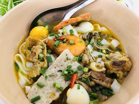 ベトナム ホーチミン ミークアン 中部料理 麺