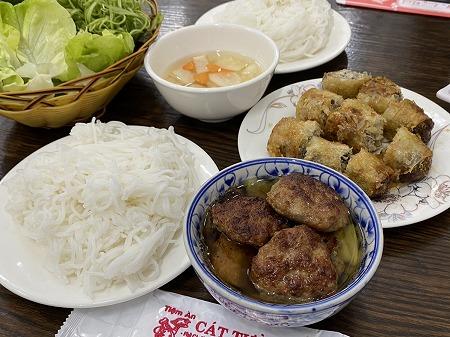 Tiệm Ăn Cát Tườngのブンチャーの全体像