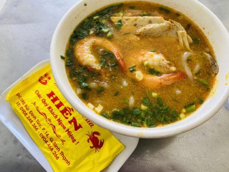 ベトナムのBánh Canh Cua(蟹バインカン)