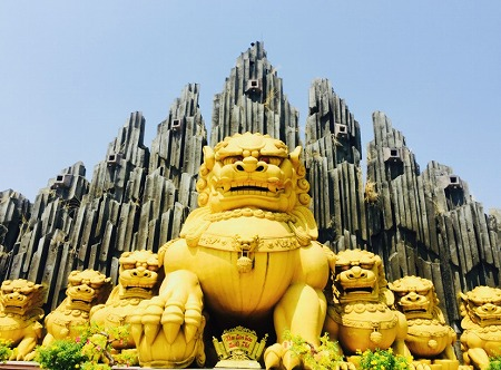 スイティエン公園の獅子モニュメント