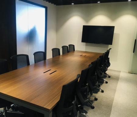 日系会社のミーティングルーム