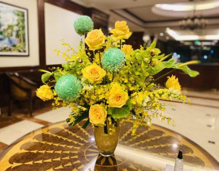ホーチミン・アパートエントランスに飾られたWoman'sdayの花