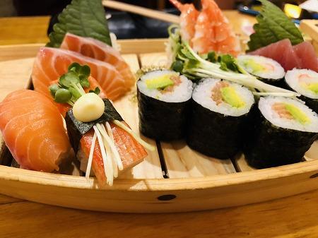 刺身と寿司の舟盛り