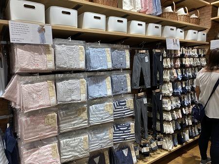 無印良品ホーチミン店の衣類品コーナー