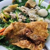 中国発祥!揚げ海老せんが特徴のホーチミン11区の麺料理屋さん