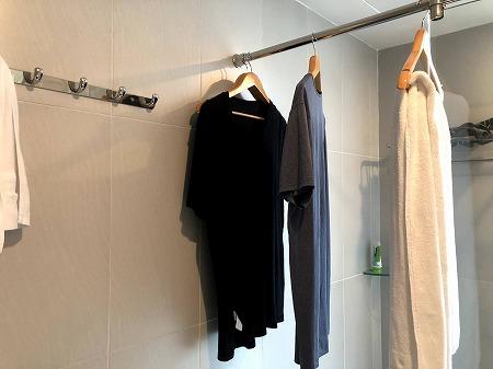 CITITEL PARKVIEW SAIGON HOTELのバスルームで干されている洗濯物