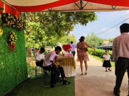 結婚式場の入口の受付