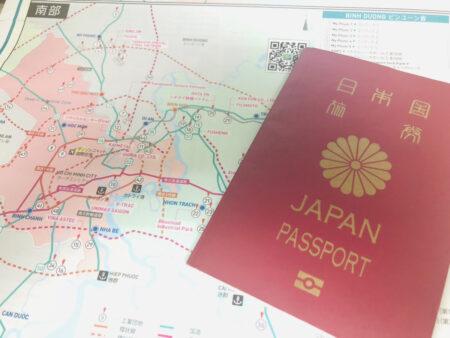 日本のパスポートとベトナム南部の地図