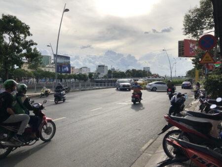 ベトナムの道路とバイク