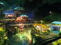 ベトナムのカオスを楽しめる ゴー・バップの遊園地風ローカル大型カフェ
