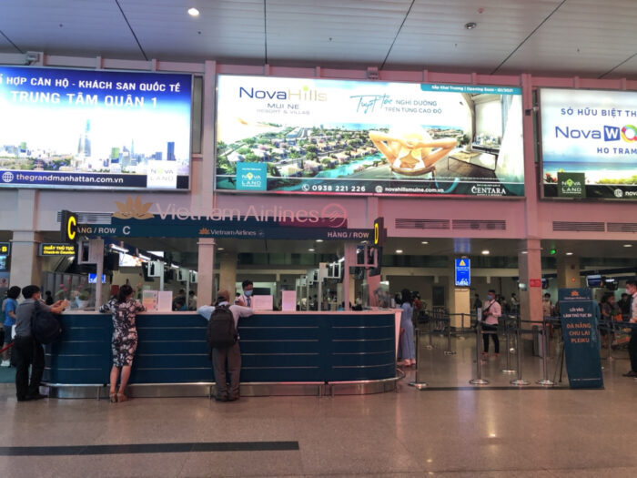 タンソンニャット空港内のベトナムエアラインカウンター