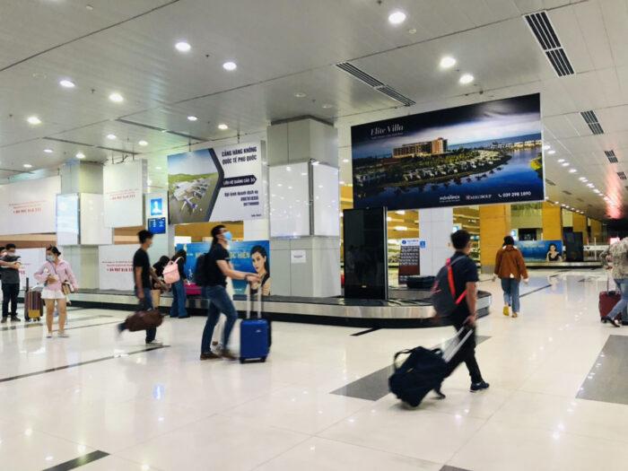 空港内の預け荷物受け取り場所