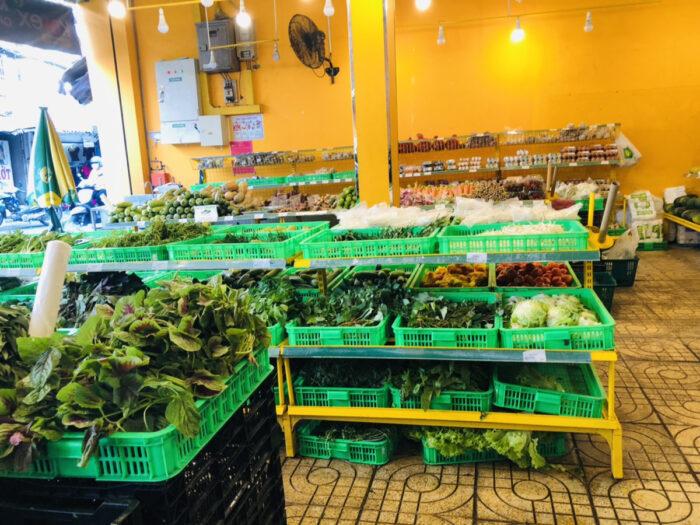 ベトナムのスーパーの野菜売り場